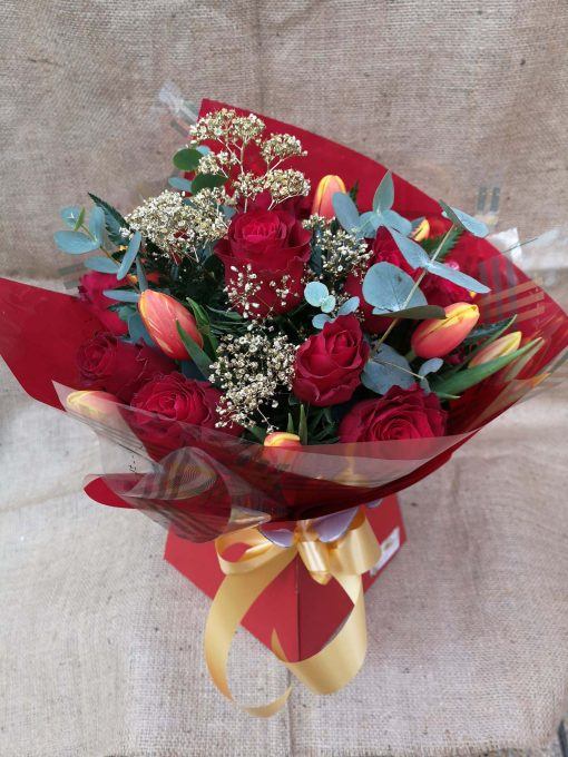 Stameen mix of Roses and Tulips